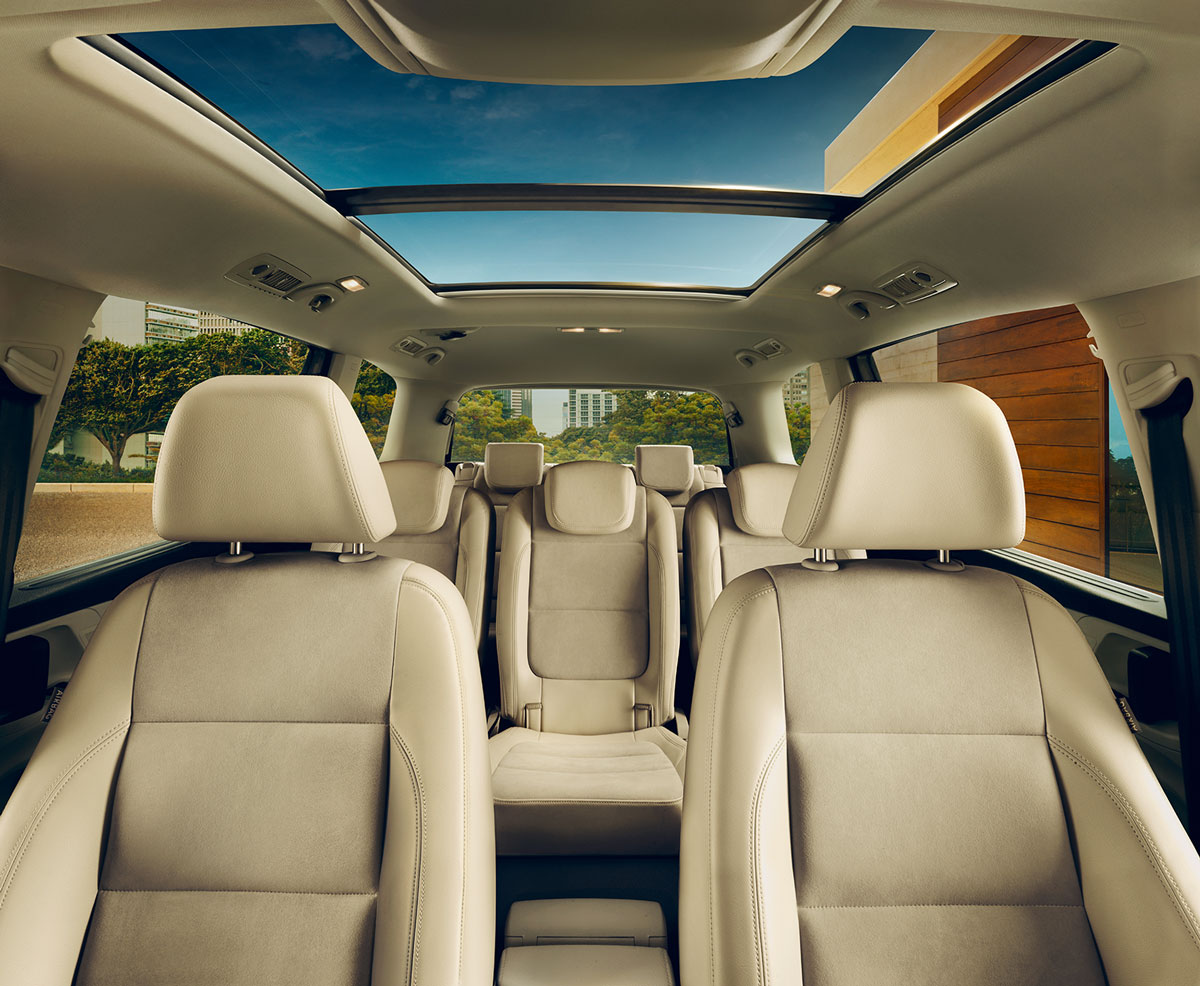Volkswagen Sharan FL interior view front and rear seats